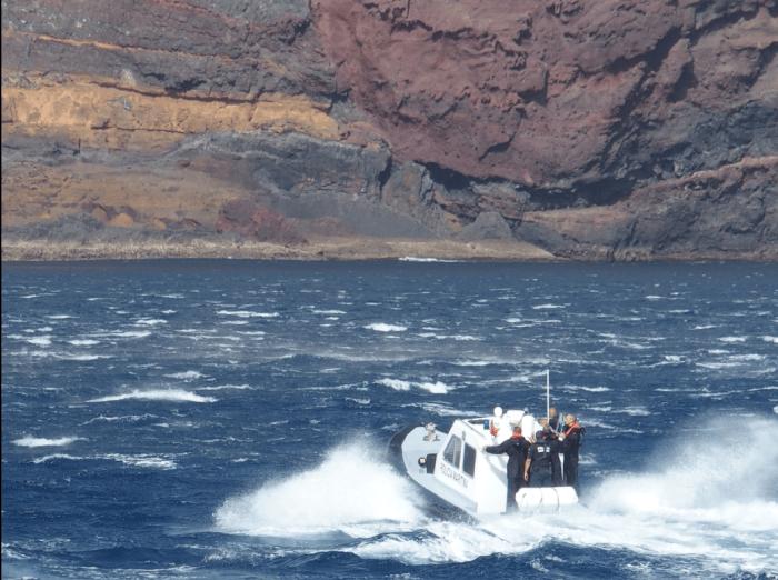 Imagens da 'Orca' transportando Marcelo Rebelo de Sousa a terra, nas Desertas