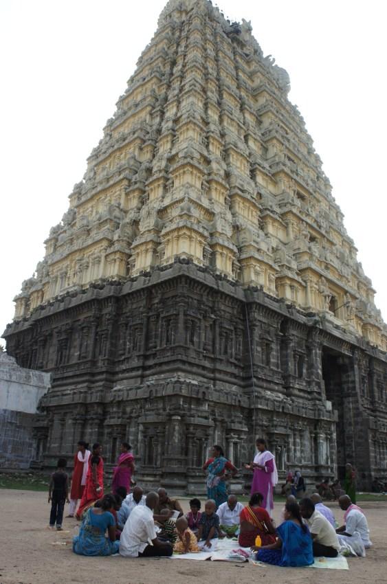 Espectacular a gorupa Emkabranathar em Kanschipuram