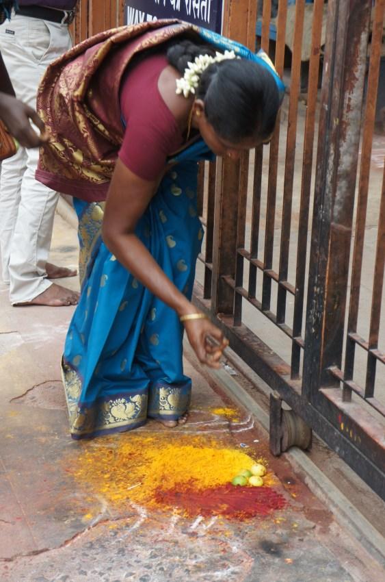 À porta do templo