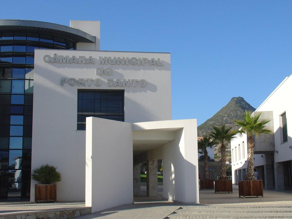 """Câmara do Porto Santo com """"luz verde"""" para comprar edifício dos Paços do Concelho, dívida baixa e Executivo elogia postura de José António Castro"""