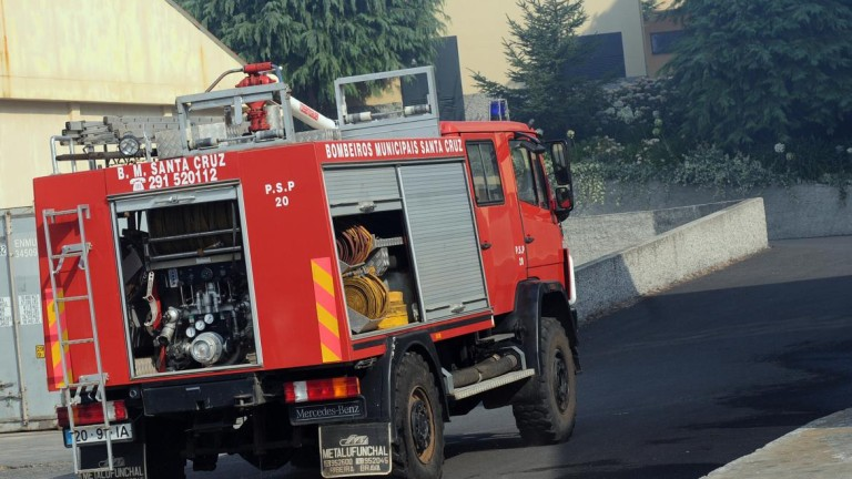 Bombeiros de Santa Cruz e Cruz Vermelha socorreram feridos na pancadaria provocada por adeptos do Benfica e transportaram quatro ao Hospital
