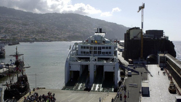 """Apoiantes da """"Causa Ferry"""" seguem a bordo pedindo barco todo o ano"""