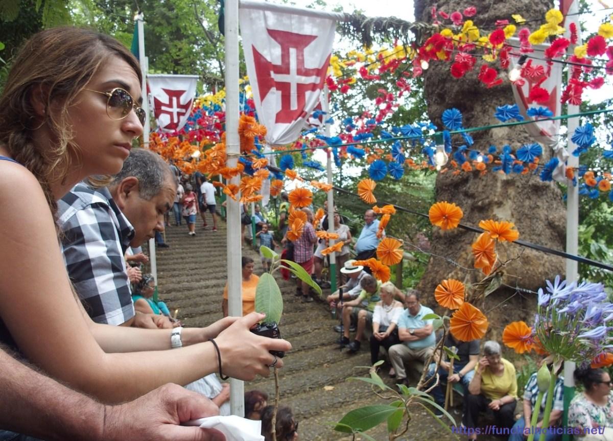 Peregrinos no Monte, sem medo das árvores, fazem homenagem às vítimas e cumprem a devoção