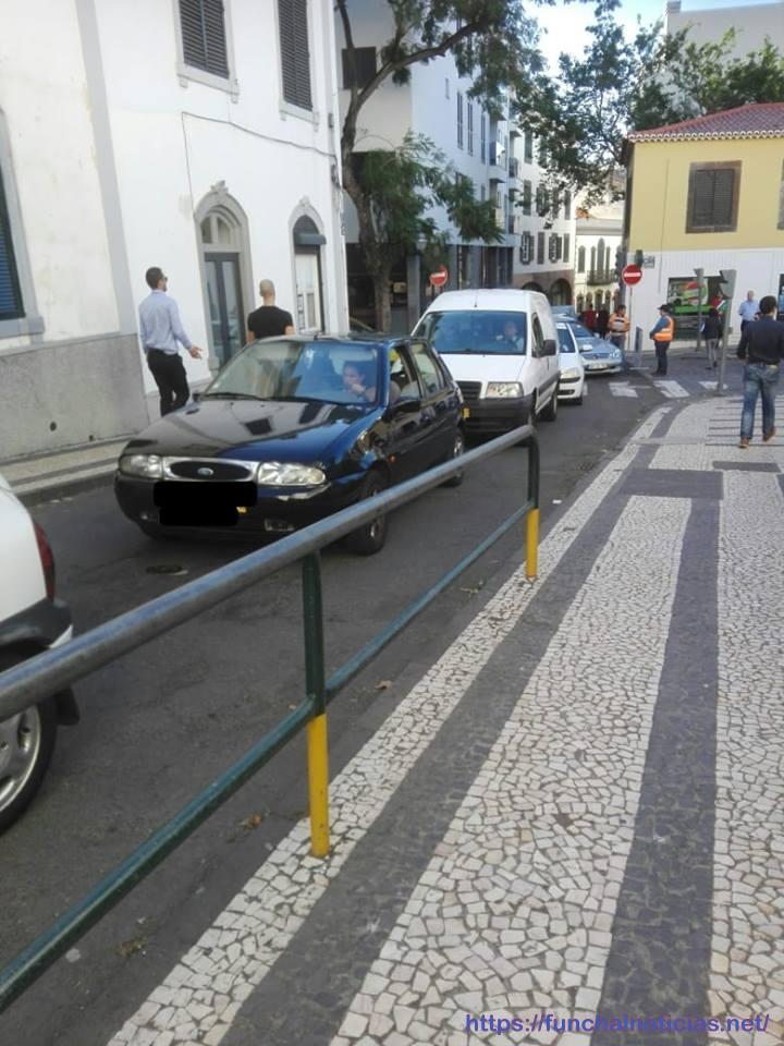 Avaria de viatura provoca engarrafamento no trânsito da cidade