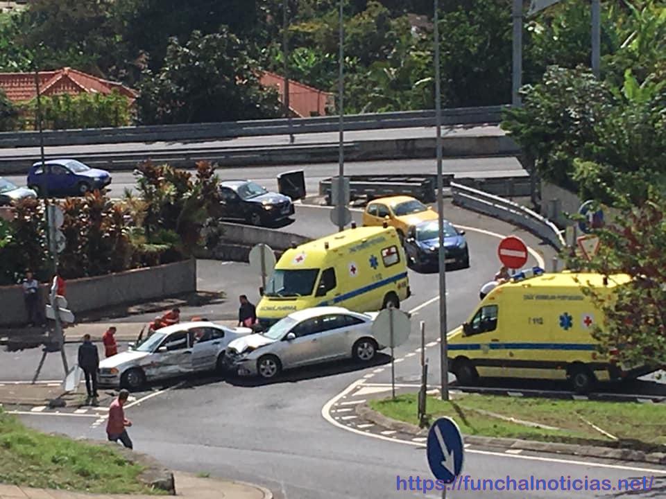 Acidente com feridos na saída da Estrada da Liberdade para o Caminho do Pilar
