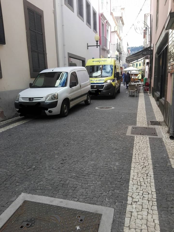Ambulância com acesso dificultado a clínica