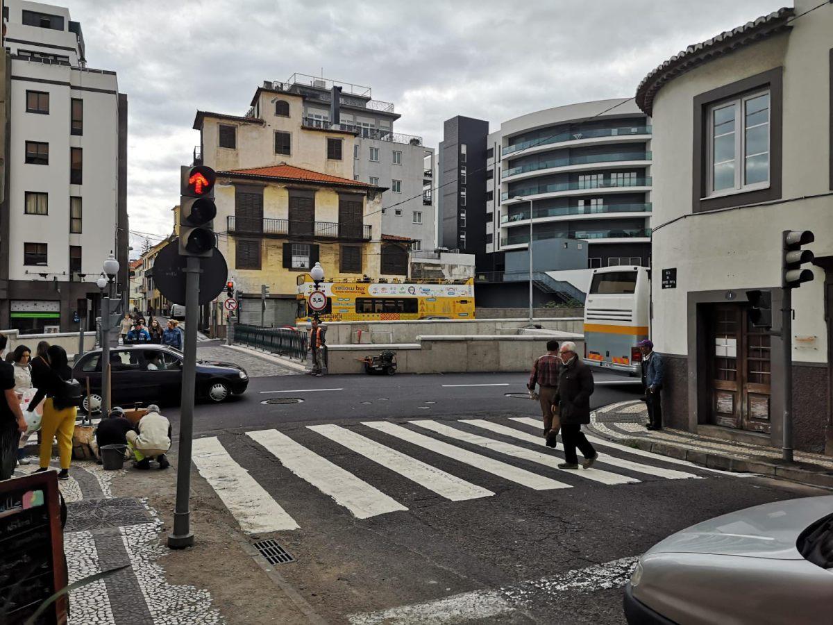 Semáforos já funcionam na Ponte Nova, Governo lembra que a semaforização é da Câmara do Funchal