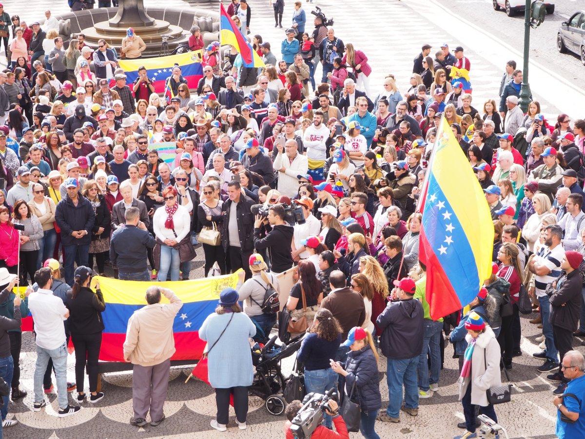 Veja o vídeo da manifestação contra Nicolás Maduro na Praça do Município