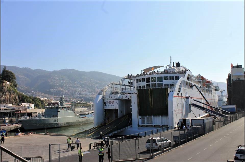"""Datas do ferry em junho e dificuldade de fretar um barco por três meses """"não é teste, é zombaria"""", diz Paulino Ascenção"""