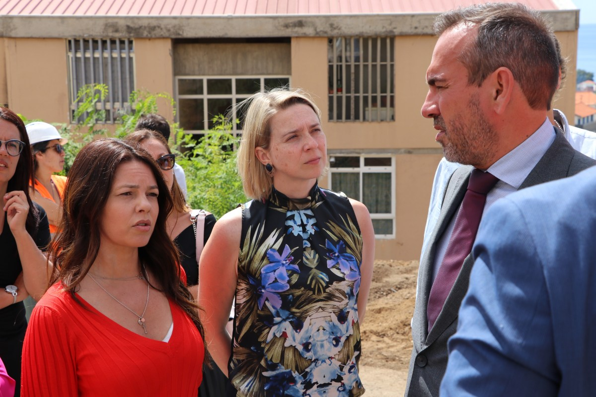 """Cláudia Monteiro de Aguiar visita Bairro da Palmeira e lembra que """"o projeto europeu é solidário"""""""
