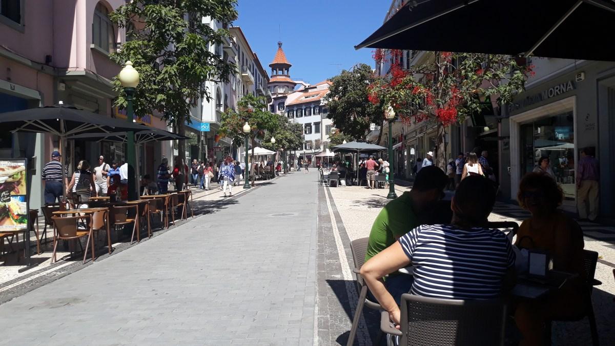 Câmara faz levantamento sobre o que não está autorizado nas ruas do Funchal, esplanadas começaram a recuar