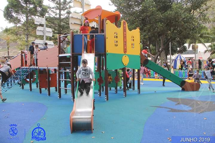 Machico inauguraçãpo de parque infantil