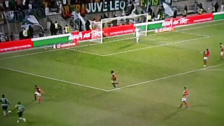 Benfica ganha