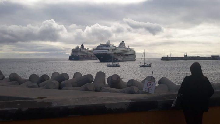 Mein Schiff cruzam-se 4 de dezembro 2019