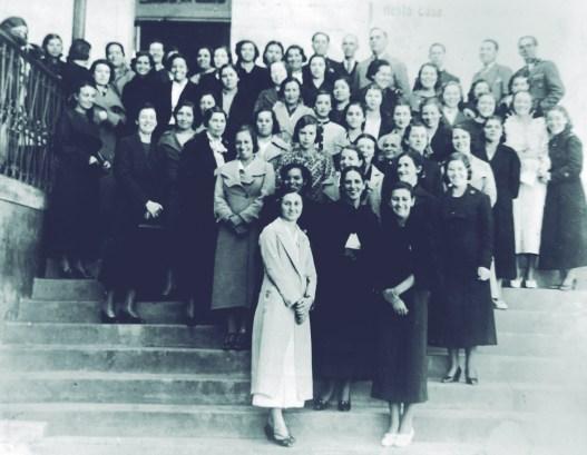 Professores do Grupo Escolar Afonso Pena – 1940 O Grupo foi fundado pelo Estado em 1924, para atender crianças e adolescentes de ambos os sexos. A criação de grupos escolares objetivou uma modernização do ensino, ampliando a possibilidade de acesso à educação às camadas mais baixas da população.
