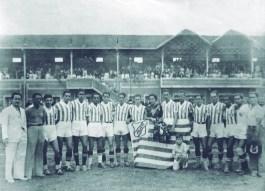 AVEA - Associação Varginhense Esportes Atléticos -1939 1-Araújo, 2-Manfredo (treinador), 3-Inácio Alvarenga, 4-Afonso, 5-Geraldinho, 6-Argemiro, 7-Zeca, 8-Adalberto, 9-Jair Santana, 10-Sílvia, 11- Tião, 12-Chiquito, 13-Itamar, 14-Bio Bregalda, 15- Jordão.