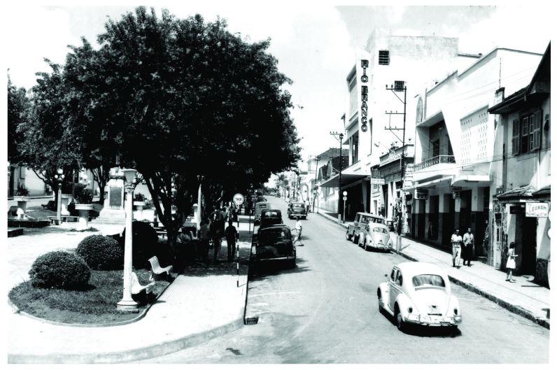 Cine Rio Branco – patrimônio histórico de Minas Gerais desde 2000. Construção: 1954 a 1956.