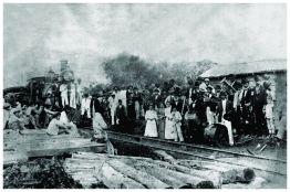 Chegada do 1º trem em Varginha – atual Praça Matheus Tavares. Final do séc XIX.
