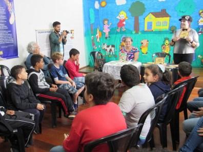 Contação de histórias para alunos da Oásis (foto Ana Luiza Romanielo 09-04-2019) (3)
