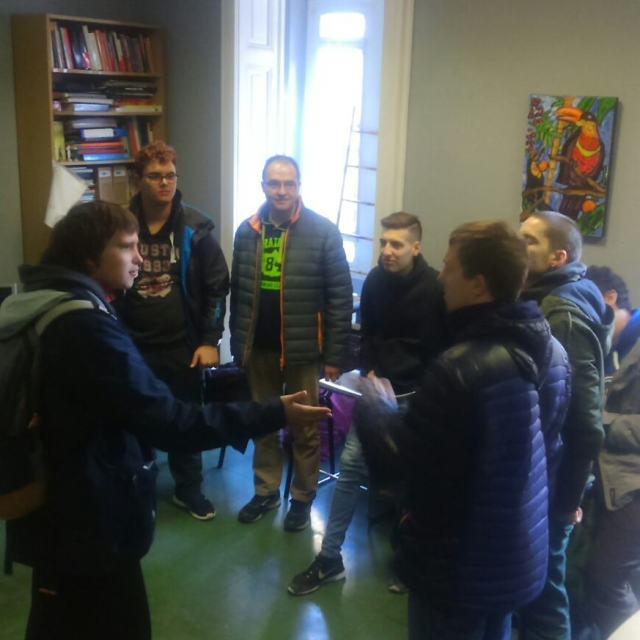 Ronda de presentacions per coneixens el primer dia del Casalhellip