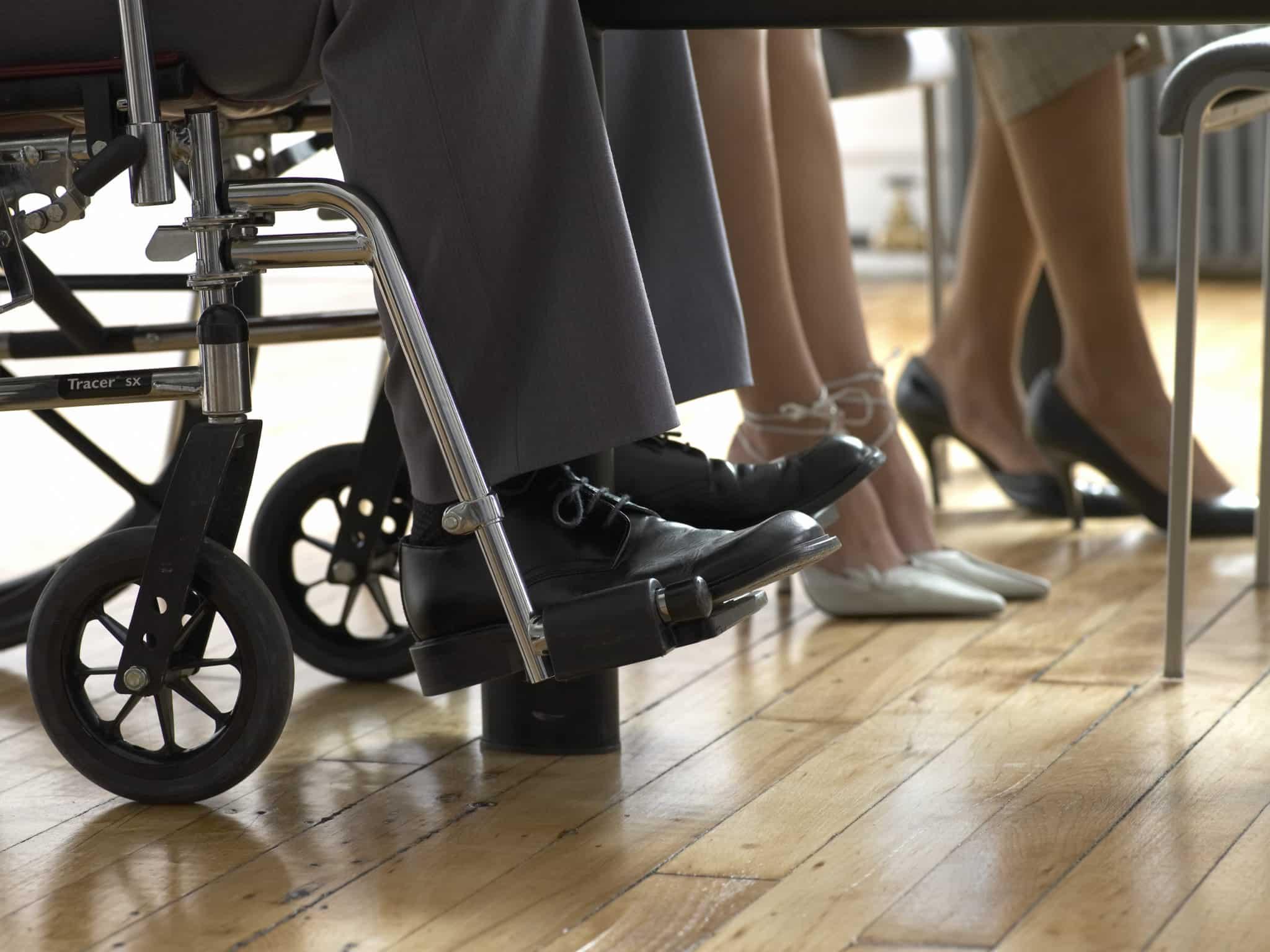 compañero con discapacidad