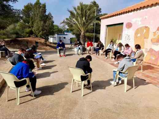 Alumnos del curso de comercio y almacén ('Labor') realizan una actividad al aire libre