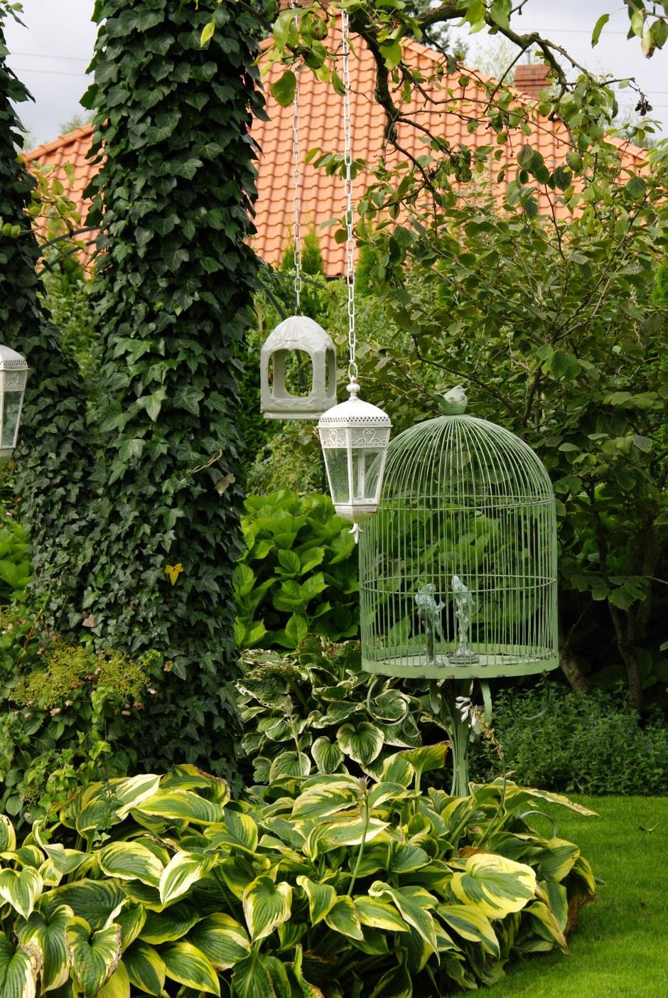 dekoracje w ogrodzie pracowni sztuki ogrodowej, która zaprojektuje nasz ogród społeczny w Trójmieście