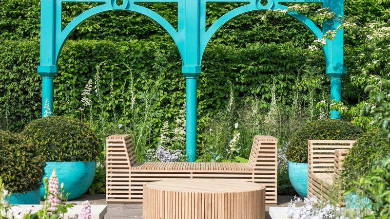 dobrze zaprojektowane oryginalne drewniane meble ogrodowe
