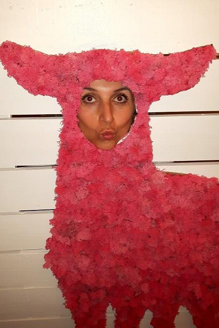 Aga z Fundacji MY w Sopocie jako różowy jeleń
