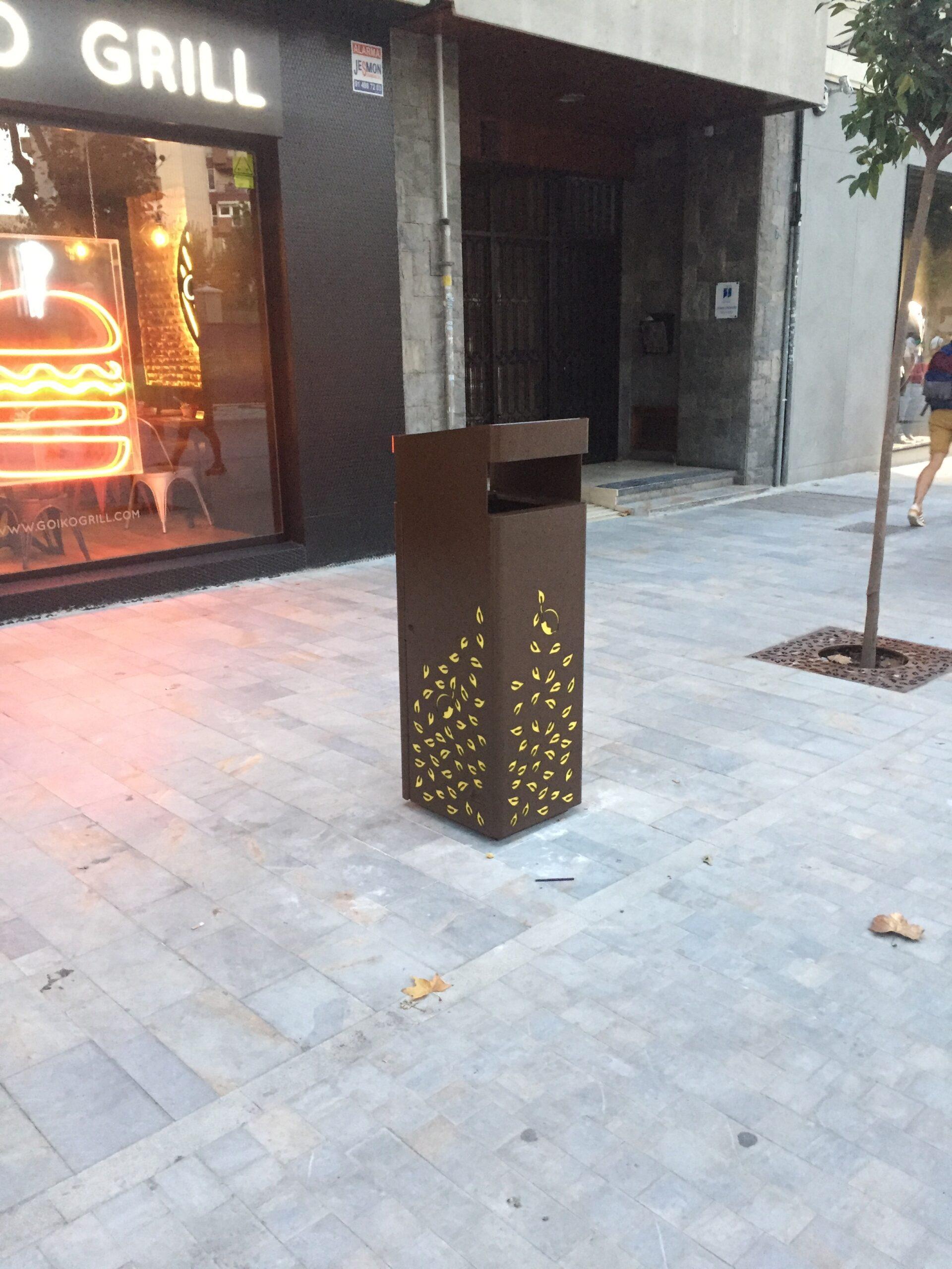 Papeleras Modelo Paparajota (Avenida Alfonso X, Murcia)