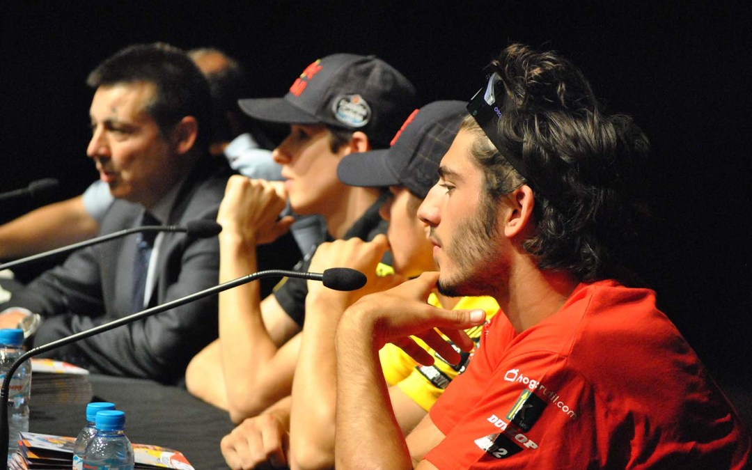 Jóvenes de Montmeló reciben mensajes de seguridad vial de pilotos de Moto2 y Moto3