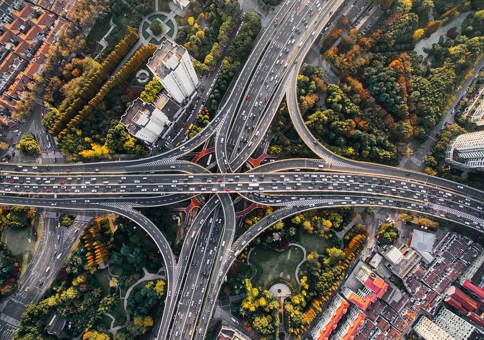 ¿Cómo transformar las urbes en ciudades sostenibles?