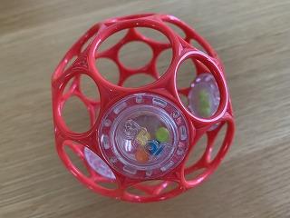 生後0か月から使えるおすすめの知育玩具「オーボールラトル」の使用体験談♪