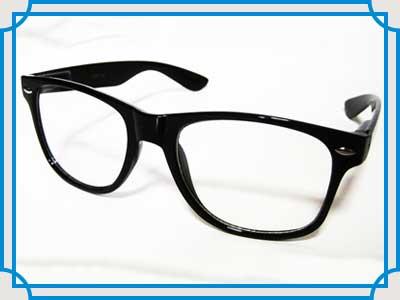 黒縁メガネ