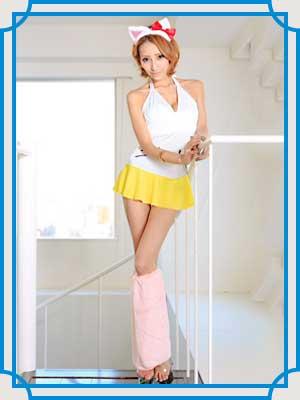 ミニスカート姿の加藤紗里さん