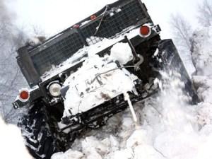 Руски Hummer - движи се в сняг