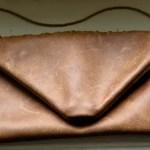 Upcycling – Lederclutch aus altem Sofabezug nähen