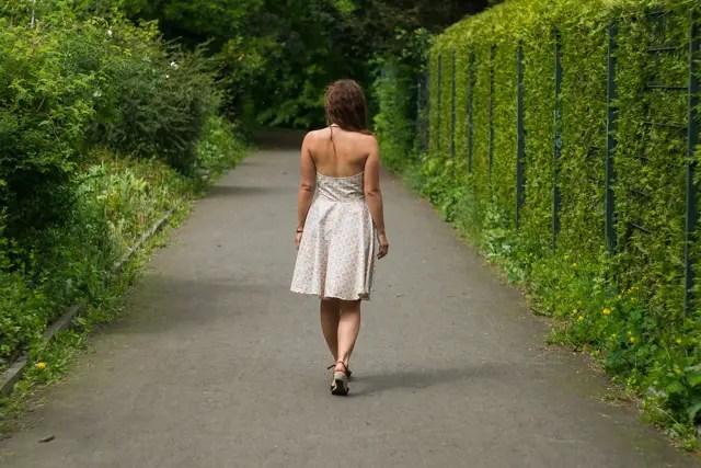 Rückenfreies Sommerkleid im 50es Stil