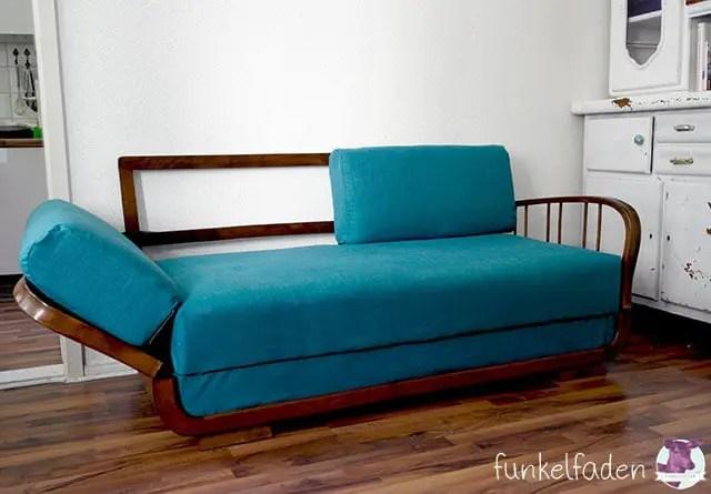 Sofa in dunkeltürkis