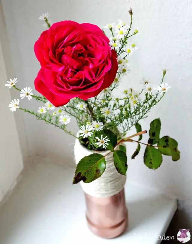 Herbstvase mit Rose