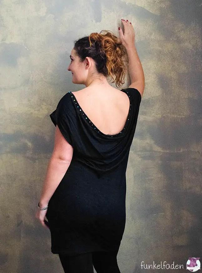 Selbst genähtes Silvesterkleid mit tiefem Rückenausschnitt und Swaorvskisteinen