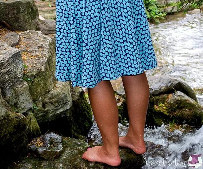 Genäht - Kleid mit Tropfenstoff