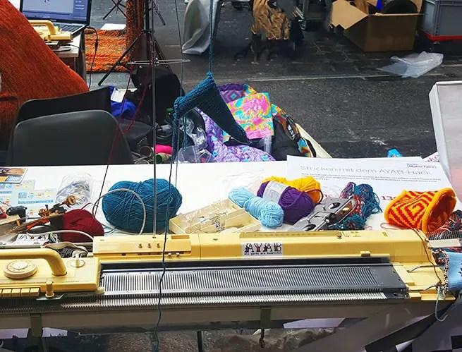 Maker Faire Berlin Strickmaschine