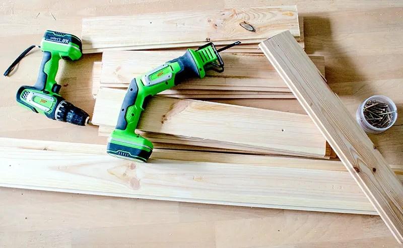 diy einfaches upcycling regal bauen anleitungen do it. Black Bedroom Furniture Sets. Home Design Ideas