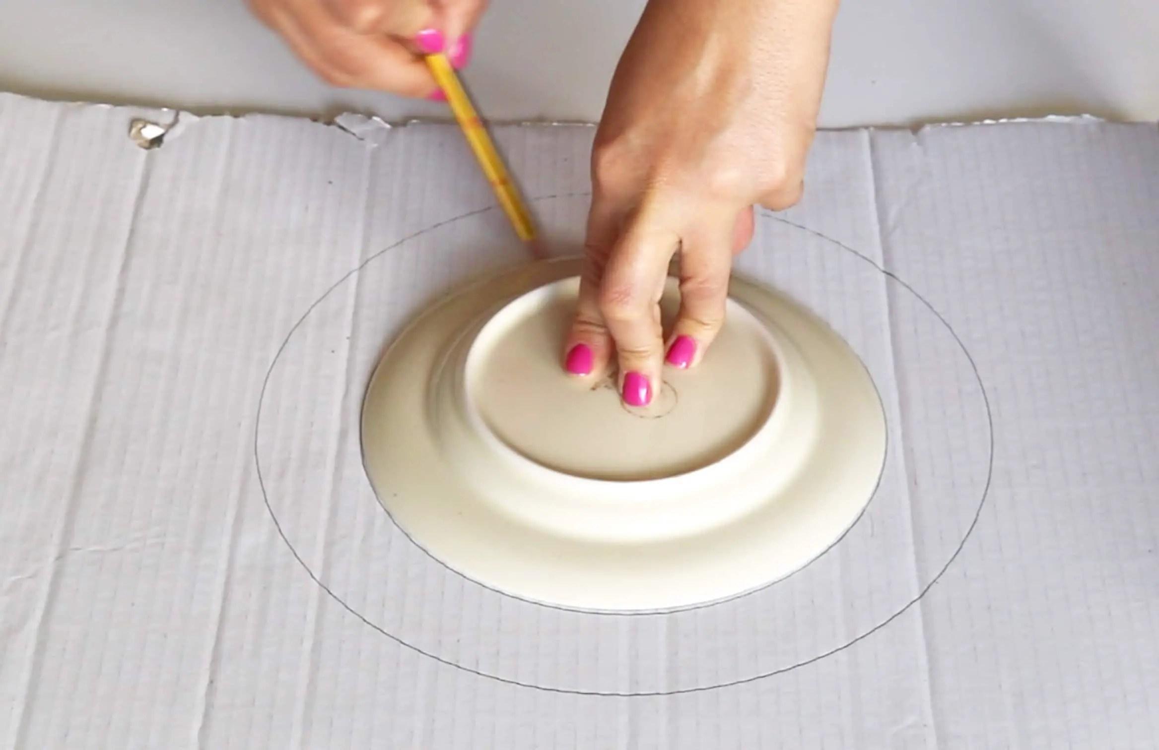 diy herbstkranz aus zapfen basteln anleitungen do it. Black Bedroom Furniture Sets. Home Design Ideas