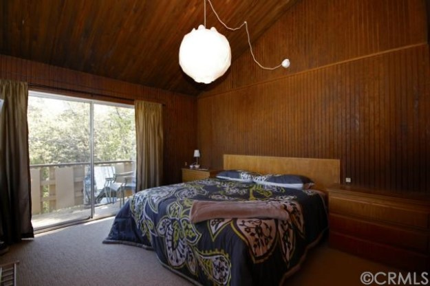 I love the walls and the high ceilings of the bedroom.