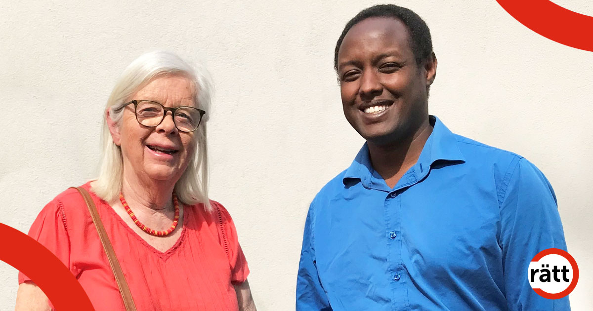 Annika Hässler och Ahmed Abdirahman tillsammans ute i solen