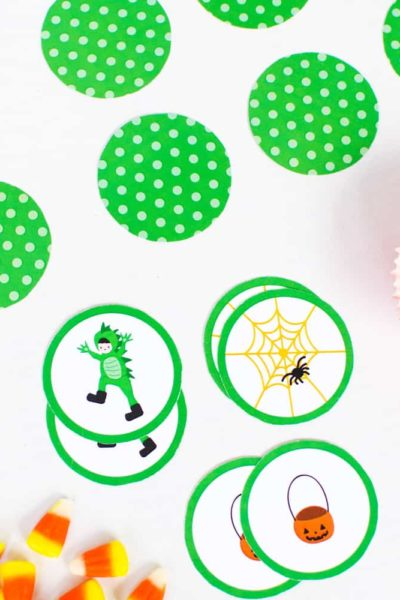 free printable memory matching game for Halloween. Download this super-cute Halloween game for kids! #halloween #halloweengames #halloweenprintables #memorygame #matchinggame #funlovingfamilies