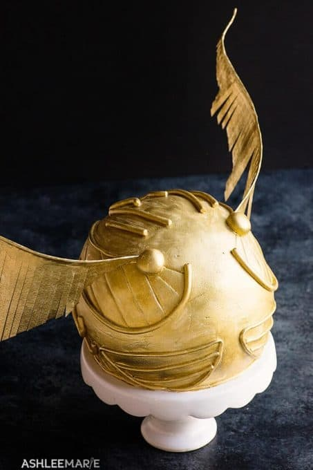 Golden snitch Harry Potter cake