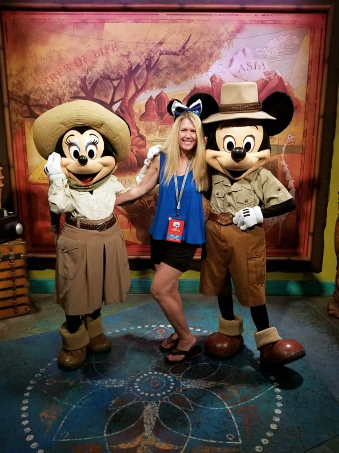 Meeting Minnie and Mickey during the 2018 #DSMMC Day Two